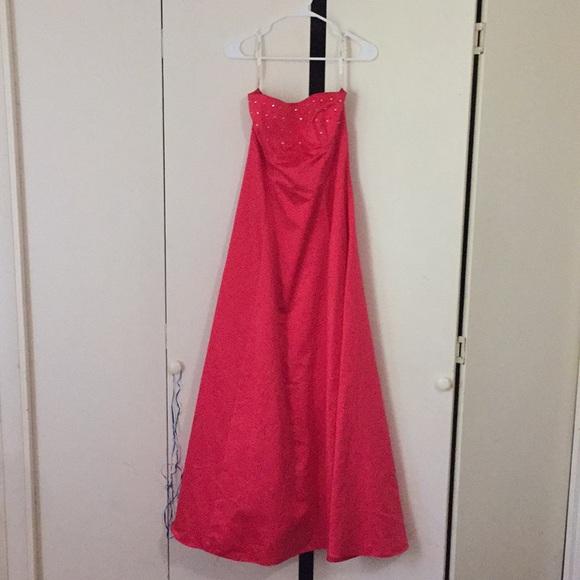 Zum Zum by Niki Livas Dresses & Skirts - Fuchsia strapless dress.